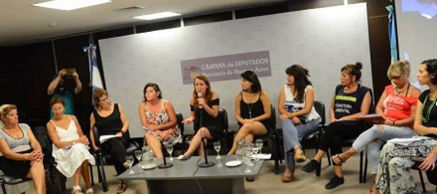 Mujeres de movimientos populares le exigen a Vidal más presupuesto contra la violencia de género