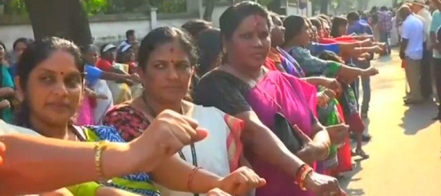 Cuatro millones de mujeres forman un muro de 620 km por la igualdad en La India