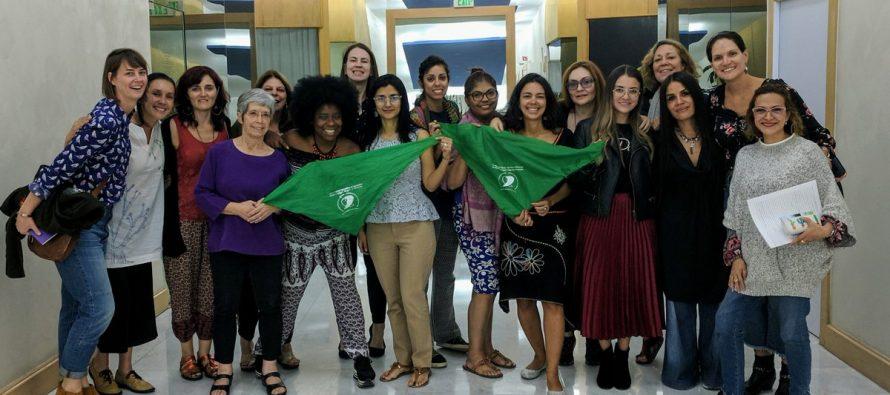 Mujeres de medios reunidas en México