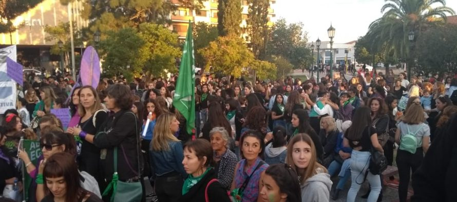 8M: Multitudinaria marcha en Santa Rosa