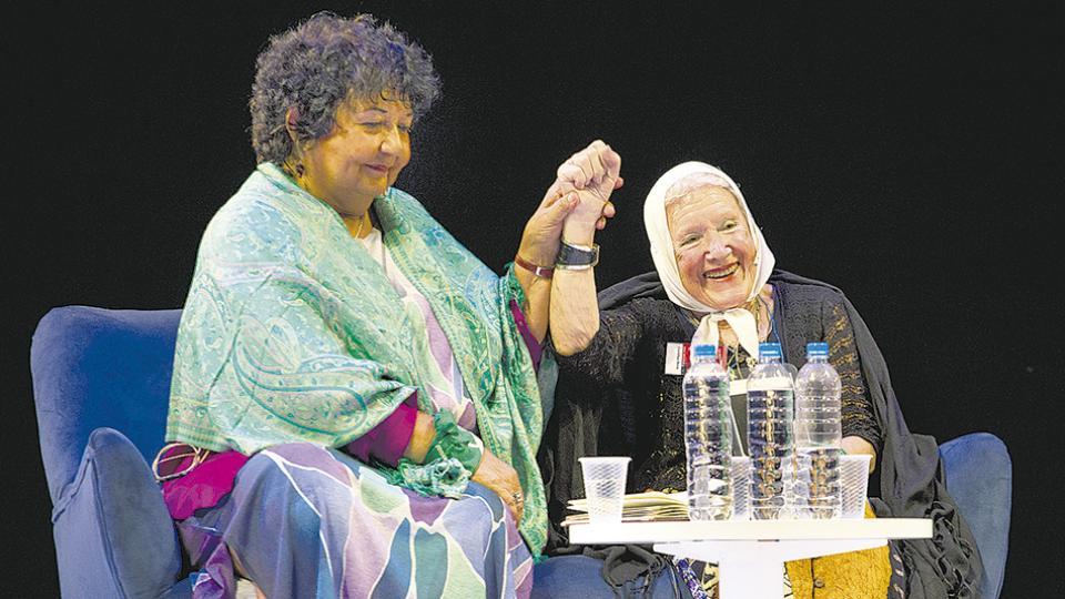 Una asamblea femenina tomó el Teatro Cervantes