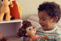 Una campaña que motiva a los niños a jugar con muñecas