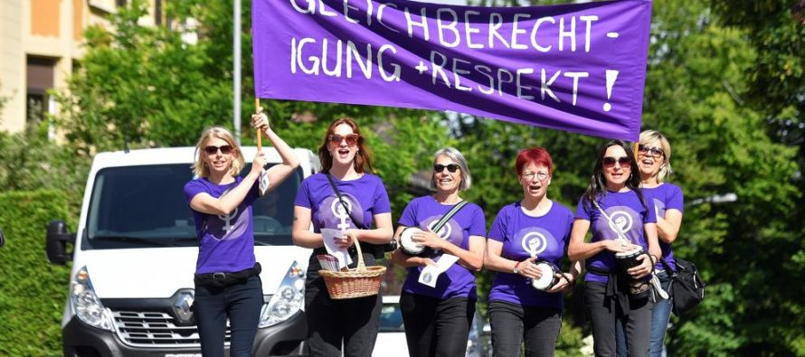 Las mujeres de Suiza toman las calles para exigir igualdad y respeto