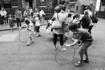 Niños criados sin religión son más amables y comprensivos