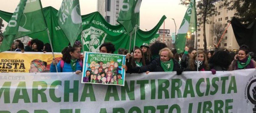 Chile: masiva convocatoria en la marcha antirracista y por el aborto libre