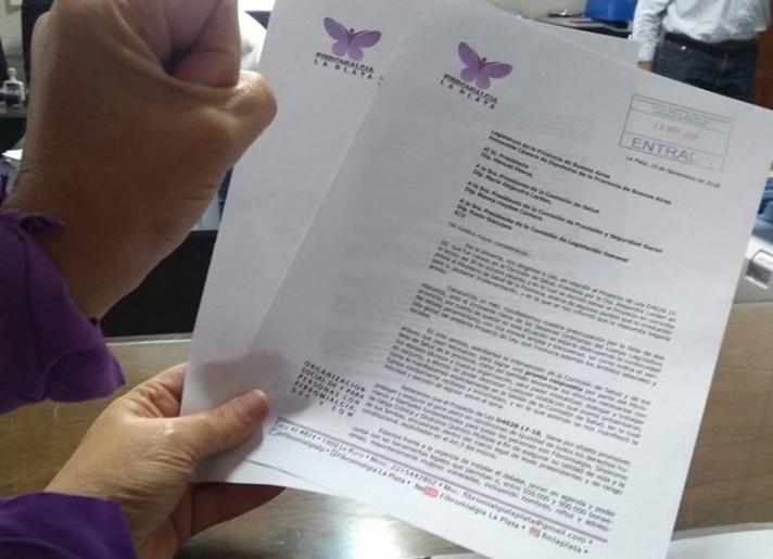 Los pañuelos violetas no se rinden: afinan un nuevo proyecto de Ley de Fibromialgia
