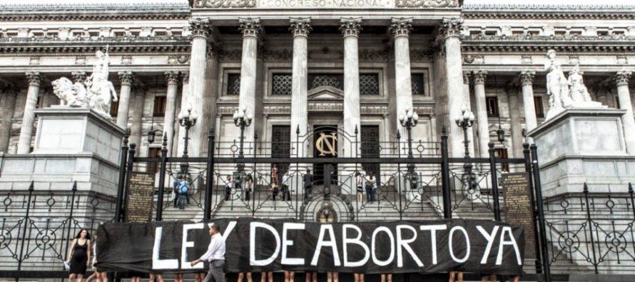 Otro año sin ley: todo lo que pasó desde que 38 senadores votaron a favor del aborto clandestino