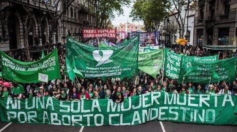 ¡Ahora nosotrxs decidimos!  La campaña electoral se tiñe de verde aborto legal