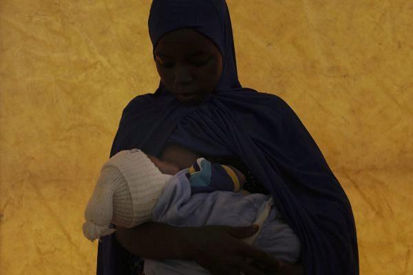 """Rescatan a 23 víctimas de trata en """"una fábrica de hacer bebés"""" en Nigeria"""