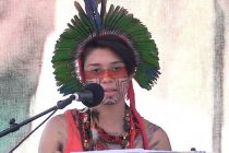 """Artemisa Xakriabá, joven indígena activista por el clima de 19 años de edad: """"Luchamos por la madre Tierra"""""""