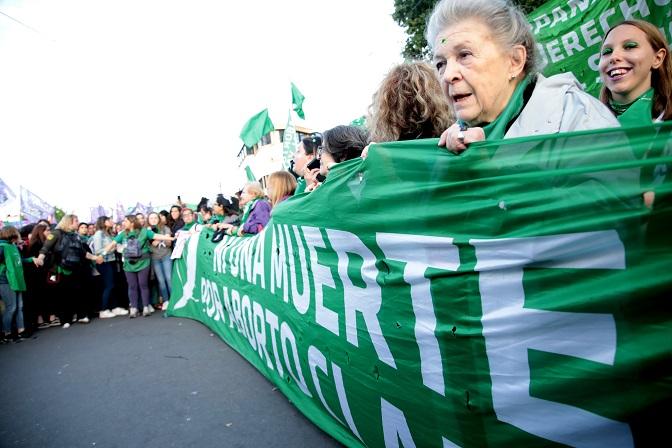 Argentina asiste al mayor encuentro feminista de su historia