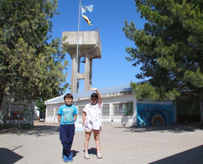 La Escuela 25 iza banderas de igualdad