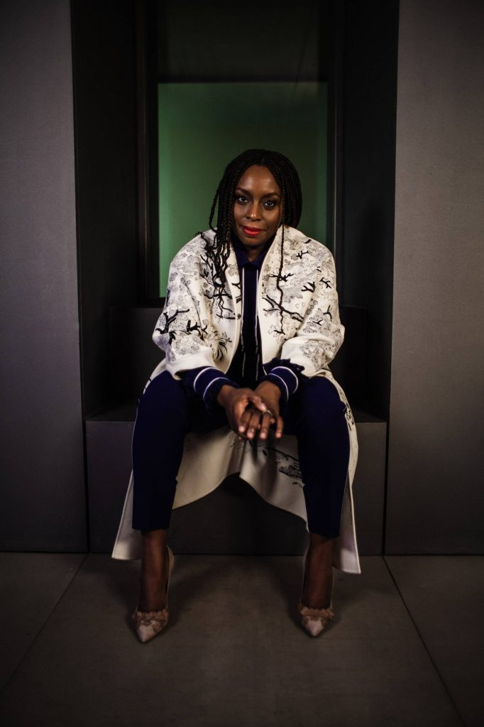 """Chimamanda Ngozi Adichie: """"No estaba en mis planes ser un icono feminista"""""""