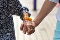 Dos de cada tres mujeres mayores que sufren violencia de género la han vivido durante más de dos décadas