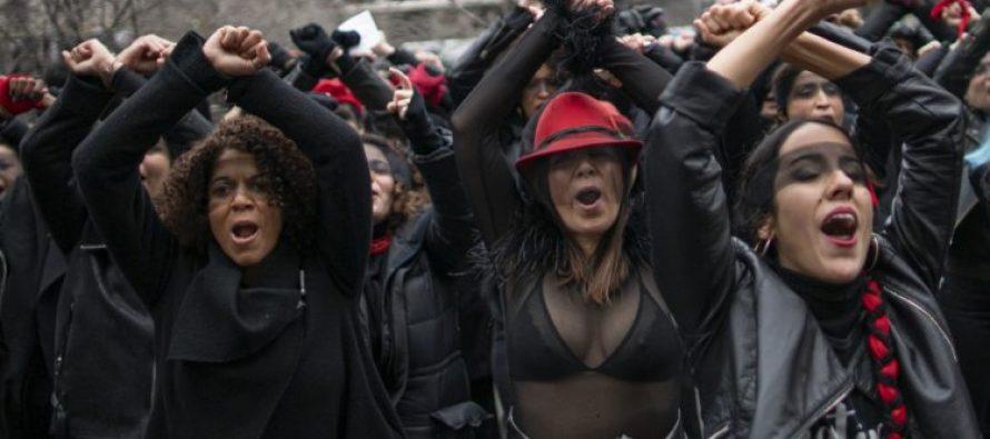 «Un violador en tu camino» llega a Nueva York durante el juicio a Harvey Weinstein