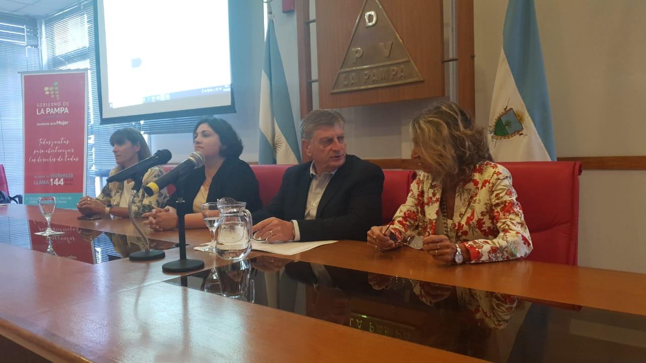 """La Pampa, el 42,8% del gabinete está integrado por mujeres, """"nos falta llegar al 50 como mínimo"""""""
