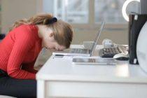 El teletrabajo ha generado más estrés y también ha obligado a ampliar el horario laboral