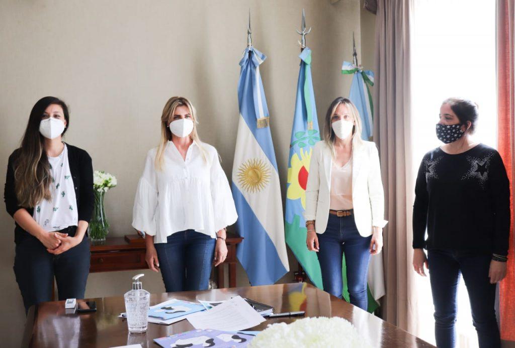 Malena Galmarini firmó un convenio con Marisa Fassi, intendenta de Cañuelas, para impulsar políticas que promuevan la igualdad de género