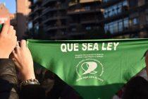 Argentina debe legalizar el aborto y eliminar los obstáculos que enfrentan personas gestantes para acceder al aborto legal