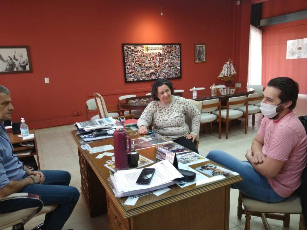 Andrés Borello trabaja sobre un Libro de femicidios en La Pampa, fue recibido por el vicegobernador