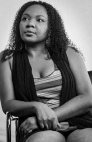 """Esther Pineda: """"El capitalismo hizo creer a las mujeres que la comercialización de sus cuerpos es empoderante"""""""