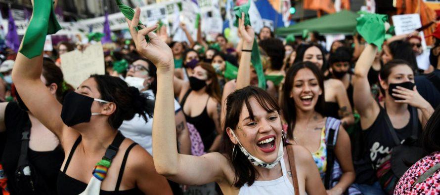 Se hizo ley: entra en vigor el aborto legal en Argentina