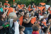 El turno del pañuelo naranja: resurge en Mendoza la campaña por la separación Iglesia-Estado