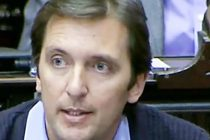 Al menos quince diputadas piden suspender al macrista Eduardo Cáceres, procesado por violencia