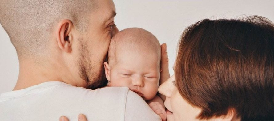 """Proponen ampliar a 30 días la licencia por paternidad y sumar una """"licencia familiar"""" por otros 30 días"""