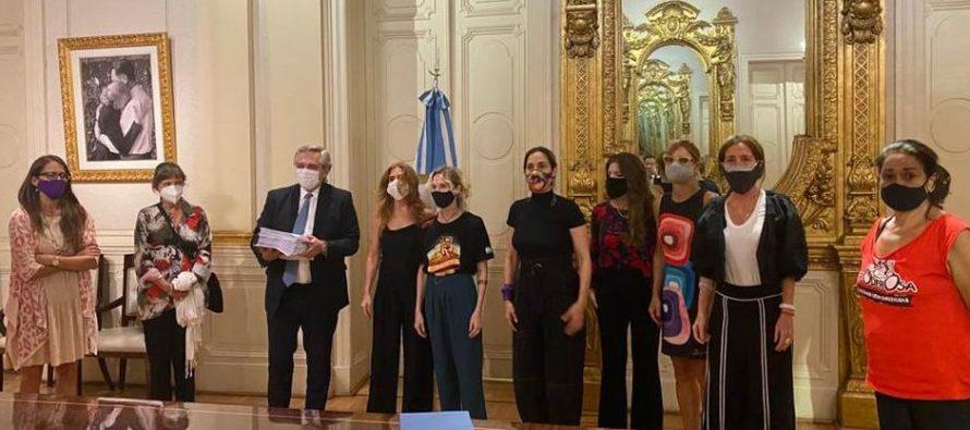 Alberto Fernández recibió el petitorio contra la violencia machista