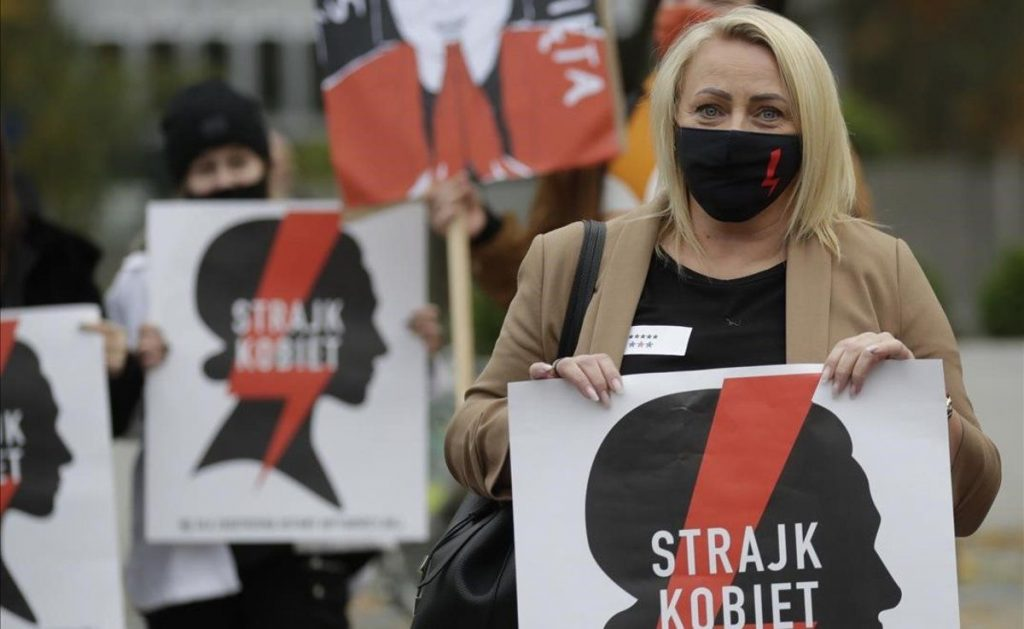 En Polonia, el aborto queda casi totalmente prohibido, al entrar en vigor nuevas restricciones