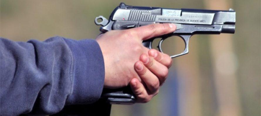 Retirarán arma reglamentaria a policías con denuncias